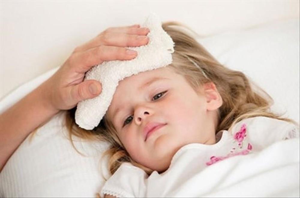 Sử dụng cây nhọ nồi trong hạ sốt cho trẻ nhỏ
